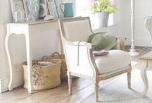 Toma asiento / Sofás, butacas, sillas, pufs... de todos los estilos y colores.