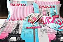Senin Şehrin Hangisi? / ABD'nin gözbebeği New York'ta yaşamak ister misiniz? Ya da kendinizi, Avrupa'nın incisi Paris'te hissetmeye ne dersiniz? İmkansız olduğunu düşünmeyin! Çünkü artık, evinizden dışarıya adımınızı atmadan, en sevdiğiniz kentin atmosferini yuvanıza taşıyacaksınız. Kampanyamızda yer alan şehir konseptli ev tekstil ürünleriyle evinizi dilediğiniz gibi dekore etmenin hazzını yaşayın. http://www.markafoni.com/product/senin-sehrin-hangisi-0/all/