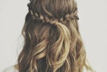 Hair inspiration / Beach waves, sandy blond, layers, golden highlights, buns, ponytails and braids. Here is my hair inspiration.
