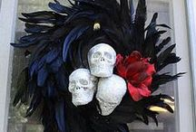 Halloween Feathers | Decor / We understand how feathers not only make excellent embellishments for costumes, garments and accessories, but how they can also be incorporated into creative art projects, along with holiday decor.