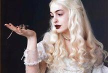Anne Hathaway アン ハサウェイ / デビューした映画作品の頃からのファンです❤️ プラダを着た悪魔は何回観た事か〜