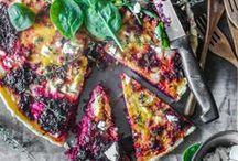 Quiches | Tartes | Pies | Galettes / Herrliche Rezepte für süße und herzhafte Quiches, Tartes, Pies und Galettes. Ob mit Blätterteig, Mürbeteig oder kernigem Vollkornboden, von süßen Curds und Füllungen mit Vanille bis hin zu Apple Pie, vegetarischer Tomatenquiche oder rustikalen Zucchinigalette. Vielfältige Inspirationen für leckeres Gebäck!