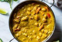 Currys / Leckere Rezeptideen für Currys: vom klassischen Thai-Curry bis hin zum indischen Curry. Vom Butter Chicken über grünes Curry bis zum scharfen roten Curry. Die besten Rezepte für würzige Curry-Gerichte.