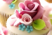 Cupcakes & Cakes / Cupcakes & Cakes.  To admire & to make. / by Kortney Korthanke