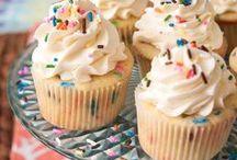 {Food: Cupcakes} / by Morgan Bilicki