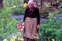* Tasha Tudor * / Flowers