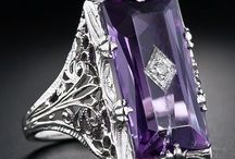 Art Deco jewel box. / The best jewels that Deco has to offer.