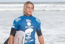[Eventos] Redley no WSL / Não podíamos ficar de fora do campeonato mundial de surf. Por isso, fizemos uma ação na praia da barra que reuniu a galera do surf, altas ondas e Redley no pé.