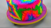 Rainbow Cakes & Cupcakes / Rainbow, rainbow, rainbow. Who doesn't love rainbow?! Sometimes it can be a pain in the butt to create rainbow edible art. Sometimes it can be one of the most fun and fulfilling things on our to do list. Top 10 Rainbow Sweets - http://angelfoods.net/top-10-rainbow-sweets/