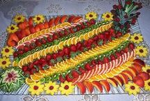 Fruit & Veggie Trays / These are quite creative and delicious looking trays! Happy Pinning!