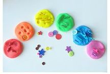 Sensory Play for kids / A board full of ideas for fun sensory play. Play dough recipes and ways to play, sensory tubs, sand and water play, cloud dough, and everything in between.