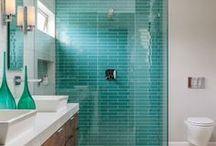 Bathroom turquoise/wood