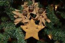 """Christmas Ragtime / Love the """"rag look"""", but not the dull primitive colors. I`d use the traditional bright red."""