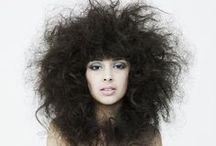 S.O.S ¡Mi pelo está encrespado! / El origen del encrespamiento es la falta de hidratación capilar. En esta board os facilitamos todos los productos para combatir el pelo fosco ;)