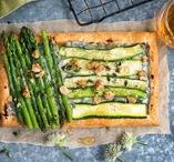 Lieblingsrezepte mit Spargel / Die Spargelsaison ist endlich wieder da! Grund genug, das Lieblingsgemüse der Deutschen im neuen Gewand erstrahlen zu lassen und geschmacklich neu zu erfinden. Lasst euch von unseren Rezepten inspirieren.