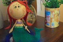 Feito a mão pela Quiane / Painel com os artesanatos feitos por mim. Que sirva de inspiração para você fazer também! Atualizamos nosso blog diariamente, visite: www.artecomquiane.com