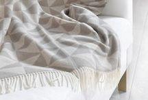 hessnatur HOME / Biobettwäsche aus unserem Online Shop. Hier finden Sie Betten, Bio Matratzen & Kautschukmatratzen & Kindermatratzen, Lattenrost, Bettwäsche, Kinderbettwäsche, Decken / Baumwolldecken oder Moltonauflagen unter anderem von Prolana, Kissen / Dinkelkissen oder Hirsekissen, Wohnaccessoires, wie Stuhlkissen, Nachttische, Polster, Webteppiche aus reiner Schurwolle, Handtücher aus reiner Biobaumwolle, Bademantel und Hausschuhe, usw.