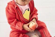 hessnatur BABY / Für das Bio Baby haben wir z.B. aus Organic Cotton Baby Bodys & Wäsche, Baby Strampler & Overalls, Baby Hosen & Kleider, Baby Jacken, Baby Mützen, Hüte, Schals, Baby Nachtwäsche, Baby Schlafsack, Baby Pullover & Pullunder, Baby Schuhe & Strümpfe, Baby Shirts & Sweatshirts. Außerdem bietet hessnatur eine Reihe an Baby Holzspielzeug & Natur Spielzeug an, sowie Baby Bettausstattung, Babybay und Stillkissen, Pucktuch & Stoffwindeln, als auch die Manduca Babytrage und vieles mehr.
