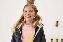 hessnatur KIDS / Das Bio-Kindermode Sortiment bietet Sweatshirts, Shirts, Pullover, Kapuzen-Strickjacke, Jacken, Kinder Dufflecoats & Wollfleece-Jacken, Hosen, Jeans, Röcke und Kleider für die Kinder. Die Kinderkleidung wird ökologisch und fair hergestellt und bestehen unter anderem aus Bio-Baumwolle oder Bio-Schurwolle. Öko-Kinderkleidung von hessnatur – das ist Farbe, Bequemlichkeit und Natur pur!