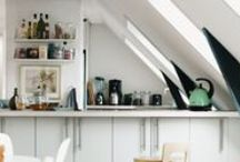Kjøkken / Kjøkkenet er hjertet i hjemmet! Sørg for at det er nok lys slik at kjøkkenet blir en hyggelig plass for matlaging og en liten prat. Her er noen inspirasjonsidèer for luftige kjøkken med naturlig lys.