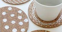 Einfache DIY Projekte für Hochzeit / Ganz einfach und schnell selbst gemacht - was gibt es besseres?! Auf dieser Pinnwand findest du DIY-Projekte von denen wir der Meinung sind, dass sie schnell und einfach umzusetzen sind und dir dabei helfen eine bezaubernde DIY-Hochzeit auf die Beine zu stellen, mit denen Ihr Eure Hochzeitsgäste begeistern könnt. Also ran an die Heißklebepistole und viel Spaß beim selber basteln!