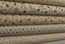 Patchwork a šití VII / Patchworkové deky,ubrusy,běhouny,závěsy a polštáře většinou v hnědých, béžových a dalších   přírodních barvách