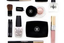<< Product Junkie >> / Beauty products we can't get enough of
