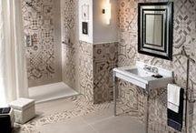 Bathroom Style / Un piccolo gioiello, un concentrato di eleganza: anche nell'ambiente più piccolo e nascosto si può giocare con le combinazioni.   A tiny jewel, concentrated elegance: even in the smallest room, one can play with combinations.