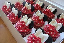 Cupcake Decorating / by Andrea Diaz
