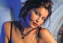 ❤ LAETITIA CASTA ❤ / Non : Lætitia Marie Laure Casta  -  Date de naissance : 11 mai 1978 -  Lieu de naissance : Pont-Audemer dans l'Eure -  Nationalité : Française -  Profession : Top Modèle, Actrice, Réalisatrice -  Taille : 1,69 mètre - Poids : 55 Kg -  Mensurations : 90-60-90  -  Bonnet : 95C -  Pointure : 38 -  Cheveux : Châtain -  Yeux : bleu -  Taille de vêtements : 38 (EU)  Site internet : www.laetitia-casta.fr