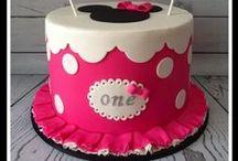 zweiter Geburtstag / Ideen für den zweiten Kindergeburtstag - alles rund um das Thema Minnie Mouse / Geschenkideen, Deko, Geburtstagstorte