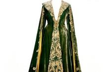 PROJETS: robe d'intérieur velours bleu nuit / Dark blue velvet dressing gown project / Une robe de chambre longue en velours de coton, décolleté en V, col châle, et broderies/soutaches (la forme des manches et encore incertaine...) / A long princess style dressing gown made of cotton velvet, V-neck, shawl collar, embroderies or soutache (sleeves shape isn't quite sure yet...).