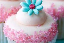cupcakes / by Linda Alongi Misnik