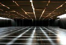 Tendencies / Installation créée par Zimoun en collaboration avec Hannes Zweifel Création produite par Les Champs Libres en partenariat avec l'association Electroni[k] > Du 15 octobre au 17 novembre 2013