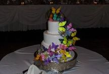 Wedding Cakes / A wide variety of wedding cakes we have seen in the Chicago area.