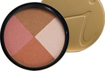 Make Up / From the queen of mineral make up a quad bronzer you can  brush on the cheeks, eyes and lips, or use as an all-over bronzer to create a natural-looking radiance.