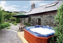 Cottages with Hot Tubs / These holiday rentals from holidaycottage.com all come complete with private hot tub