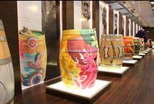 Arte en Barricas - Museo Hoya de Cadenas / Una colección de barricas pintadas por los más ilustres artistas valencianos que forman parte del museo de Finca Hoya de Cadenas.
