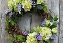 Spring crafts / Spring crafts - whether its a new wreath, a bright vase of flowers, or something for your spring flower garden!  Spring Crafts for Adults | Spring DIY | Spring DIY Decor | Spring DIY Crafts | Spring DIY Decorations | Spring DIY Room Decor | Spring decorations DIY