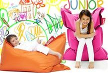 Fatboy Junior / Designed so that your little ones can explore Fatboy's fun features, Junior is a smaller version of our one and only Original. Junior is available in a rainbow of 20 trendy colours. Despite its diminutive size, Junior offers bags of fun : sit, recline, laze about, lounge around or get gaming on it – the possibilities for relaxation are endless, because Junior is incredibly robust and adjusts perfectly to your body!