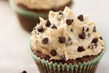 Yum: Sweet Treats / Tasty and simple recipes for wrapping it up with dessert