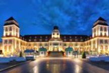Kurhaus Binz - Hotel auf Rügen / Grandhotel auf Deutschlands schönster Insel, beste Lage an der Strandpromenade von Binz und ihrer berühmten Seebrücke. 137 sehr luxuriös und hochwertig eingerichtete Zimmer, Suiten und Residenzen. Gourmet-Restaurant, eigenes Steakhaus und ein großer Wellnessbereich.
