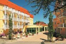 Hotel Nordperd & Villen Göhren / Das 4-Sterne Resorthotel Travel Charme Nordperd & Villen im Ostseebad Göhren auf der Insel Rügen ist ganz dem stillen Urlaubsglück gewidmet. Weit über der Steilküste der Ostsee erschließt sich dem Gast ein ganz persönliches, ruhiges Resort mit einem Haupthaus und zwei individuellen Villen.