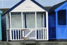 Beach Huts / Beach Huts - a reminder of long summer days by the seaside as seen by British artists and paintings at the #redrag art gallery.
