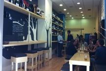Wine Bar Contiempo / Vinoteca y Wine Bar de la Bodega Contiempo, un lugar tranquilo donde comprar vino y/o disfrutar de una copa entre amigos. Tapas frías y calientes desde 2,50 €... Calle Teobaldo Power, 26, Santa Cruz de Tenerife. Teléfono: 922 888 676