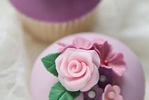 Desserts - Cupcakes / by Alisha Gillespie