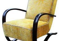 ADALBERTO VINTAGE / Meble klasyczne i modernistyczne. Krzesła, fotele, kanapy, szezlongi poddane zostały gruntownej renowacji, z zastosowaniem tradycyjnych metod rzemieślniczych. Do ich pokrycia tapicerskiego użyto współczesnych, designerskich tkanin, dobranych stosownie do ich formy, funkcji i rodzaju drewna z jakiego je wykonano. Dzięki takiemu podejściu do renowacji meble te doskonale wpisują się we współczesne trendy i upodobania.