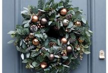 Holiday Board Kirkland House / Colors: Chocolate, Copper, Green, Silver, Gold Theme: Masculine Southern Traditional Greenery: Magnolia leaves, Evergreens, Pinecones Accessories: Silver urns, mint julep cups, bell jars for displaying décor, pinecones, feathers, angels, crosses