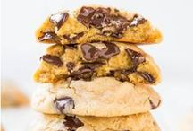 All Things Cookies! / Chocolate chip, sugar, ginger snap, or peanut butter, bake a batch or an entire assortment of cookies.