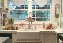 Home Tours / Home tours are my favorite! Yours too? Grab a coffee and enjoy these. I'd love it if you'd join me at Poofing the Pillows.  www.poofingthepillows.com